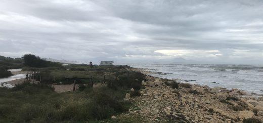Santa Pola Küste bei Regen
